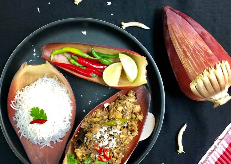 Mochar Ghonto (Banana Blossom Curry)