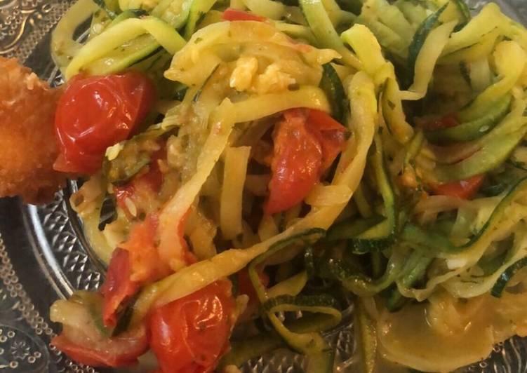 Noodles de courgettes à la tomate