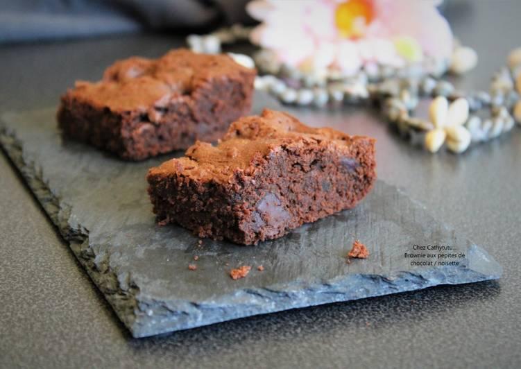 Recette Délicieux Brownie gourmand aux pépites de chocolat et noisettes