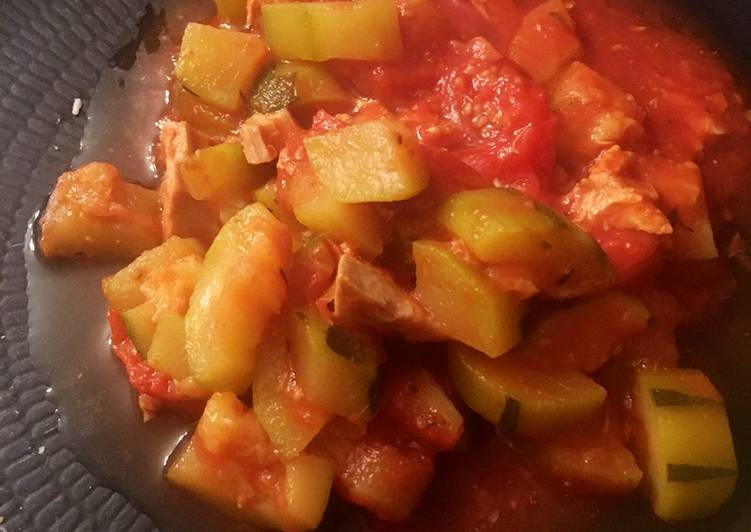 Courgettes au thon et Câpres à la sauce tomate au cookéo ou pas