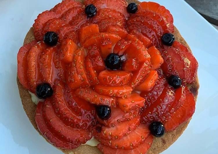 La Délicieuse Recette du Tarte aux fraises (pâte sablée au pralin et aux noisettes)