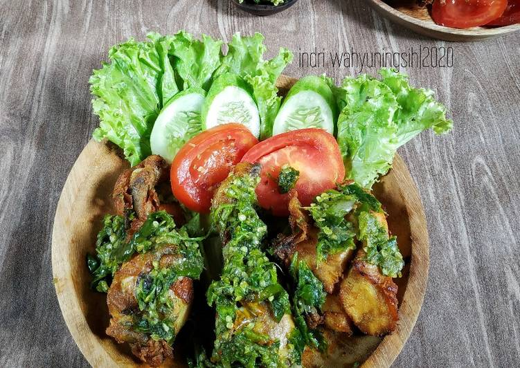 Resep Ayam Penyet Cabe Ijo wajib dicoba