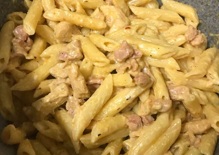 Creamy bacon and chicken penne pasta