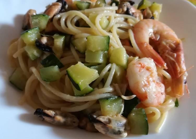 Spaghetti zucchine, mazzancolle e cozze