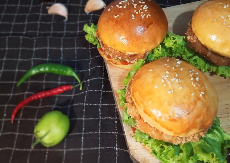 28. Burger Ayam Crispy 🍔