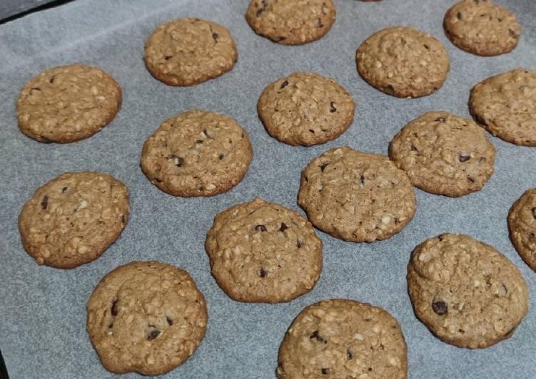 Cinnamon & Chocolate Oatmeal Cookies