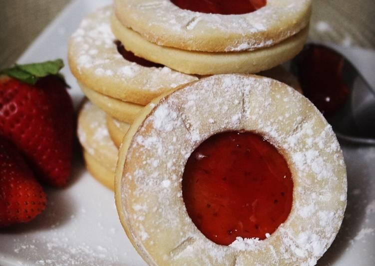 Biscuits sablés à la confiture de fraises