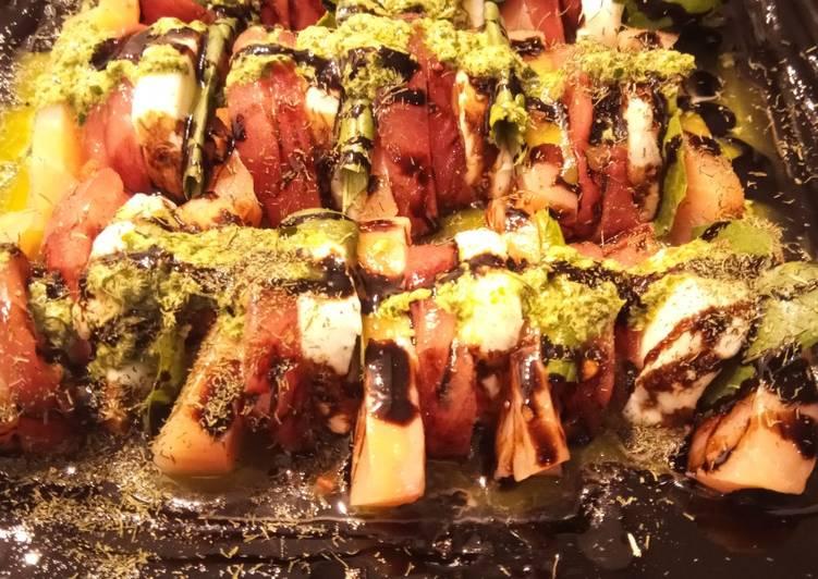 Ensalada de Tomate, Albahaca, Mozzarella y Salmón Ahumado