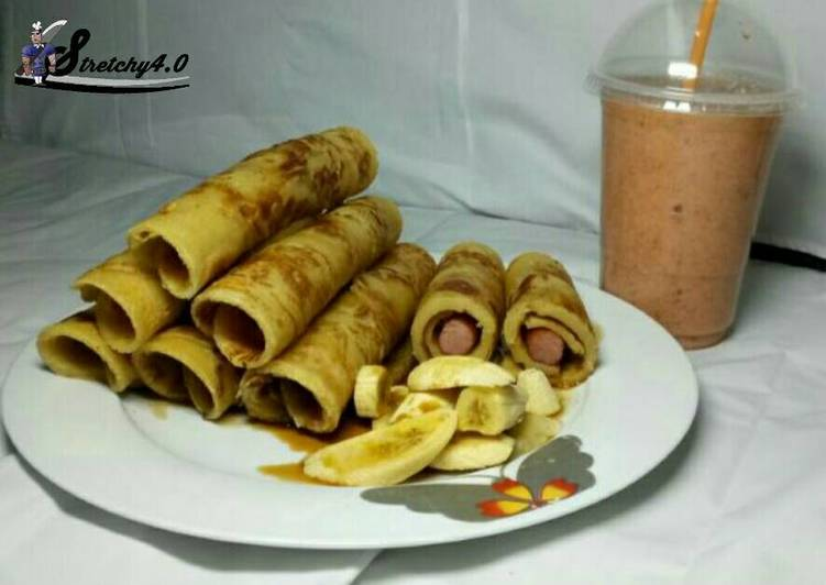 Honey Dripping Hot dog Pancakes with banana Toppings & Smoothies