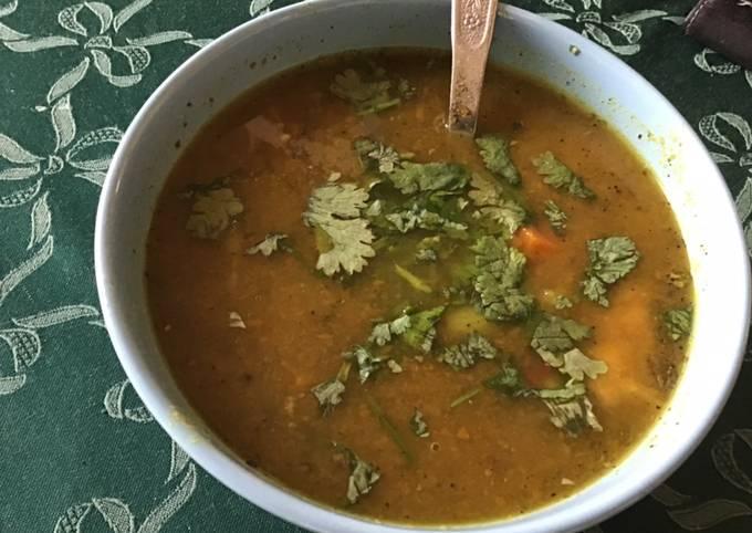 Soupe carottes pommes de terre et tomates à la coriandre