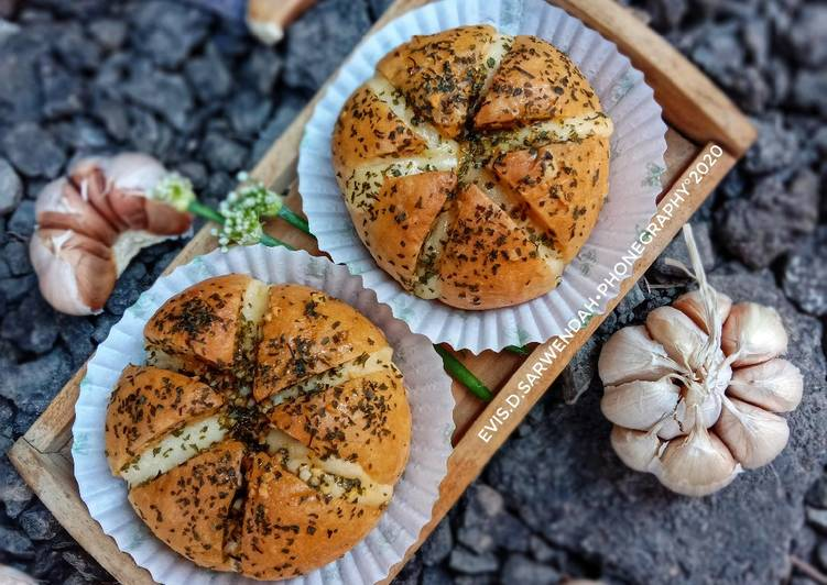 Korean Garlic Cheese Bread