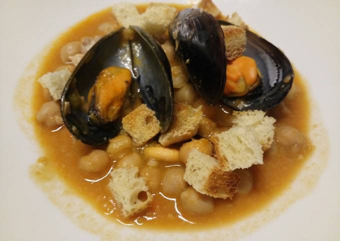 Chickpea and mussel soup with homemade croutons