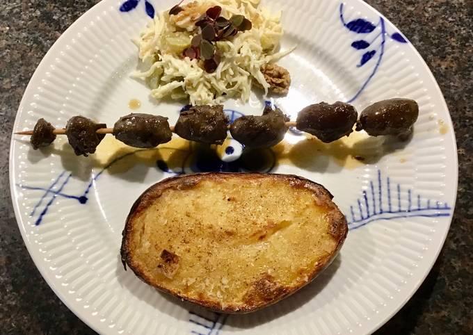 Nemmeste Måde at Lave Perfekt  Grillede andehjerter med bagt kartoffel, andesauce og sellerisalat På
