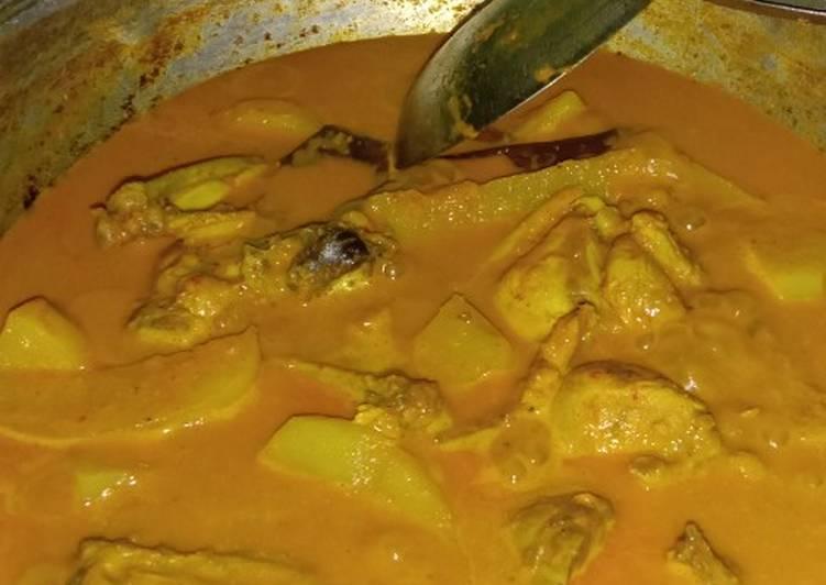 Resep Gulai ayam dan kentang Yang Simple Sedap