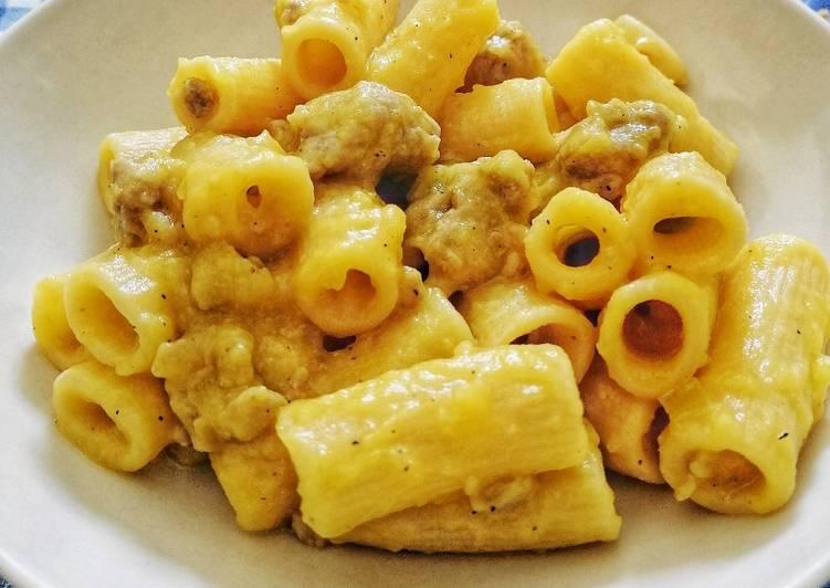 Pasta con salsiccia e crema di patate allo zafferano