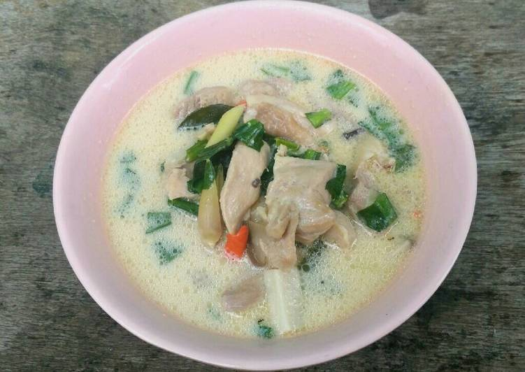 Chicken and Galangal Soup