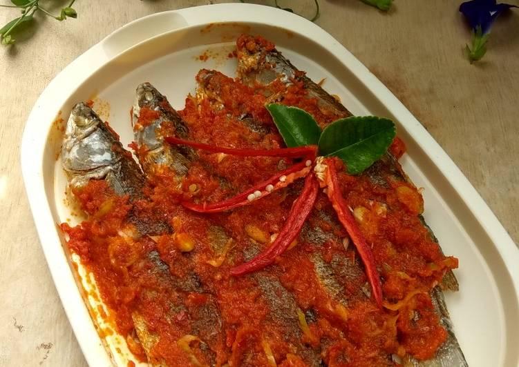 Ikan belida bumbu merah