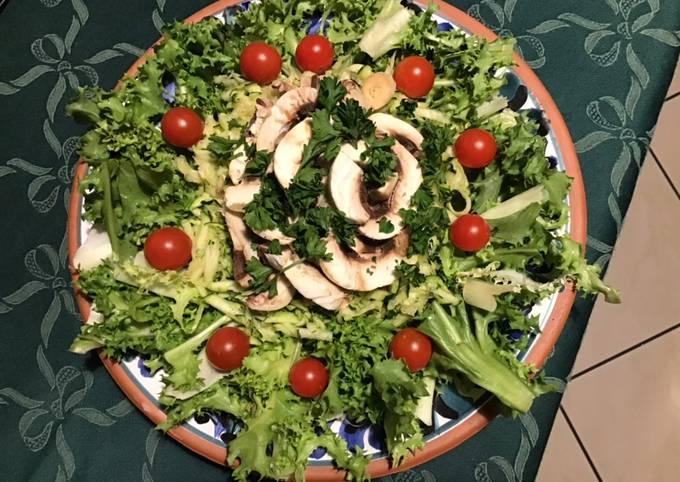Salade composée aux courgettes champignons et tomates cerises