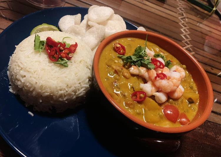 Thai Yellow Curry with Mango & Prawns