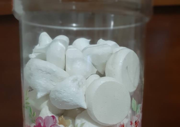 Schumpies (merengue cookies) manisan putih telur