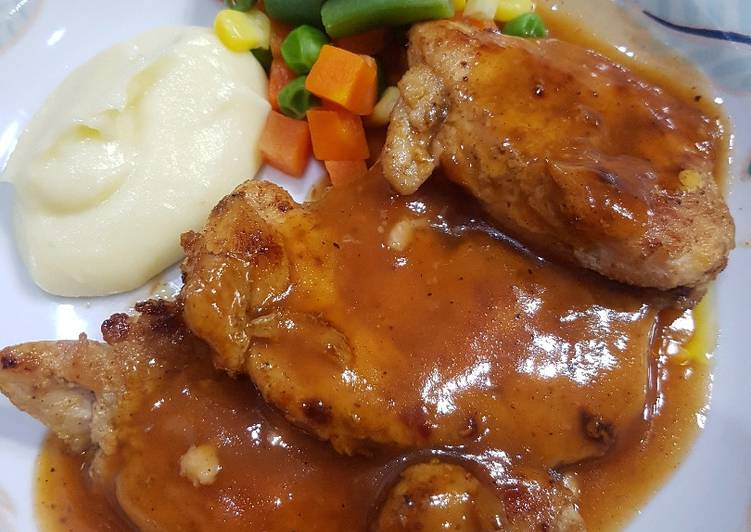 Grilled Chicken Steak with Mashed potato & Vegetable (pake teflon)
