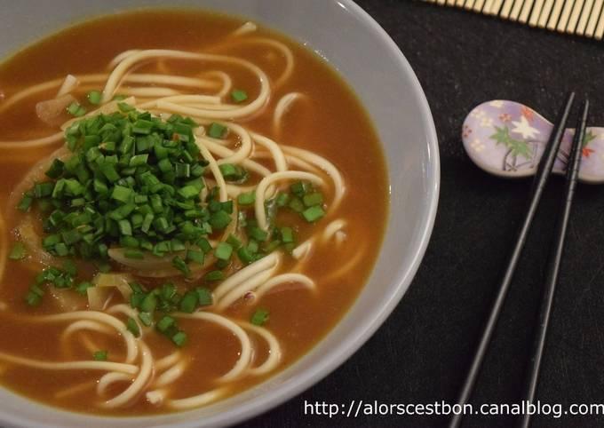 Nouilles de blé soupe de curry