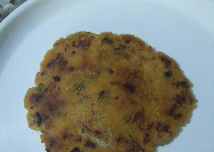 Recipe of Favorite Makki ke atte ki roti