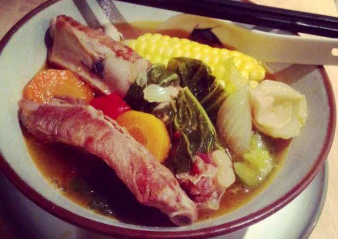 Pork rib soup with pickled mustard greens