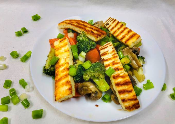 Broccoli Carrot Mushroom Salad with Halloumi Cheese