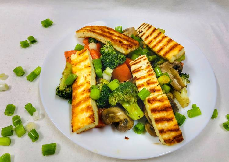 Broccoli Carrot Mushroom Salad with Halloumi Cheese