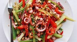Hình ảnh món Mực xào cần tây ớt chuông topping lạc rang (eat clean)