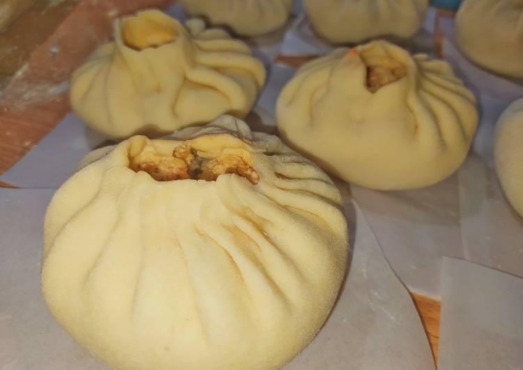 Pan al vapor relleno de pollo a la italiana