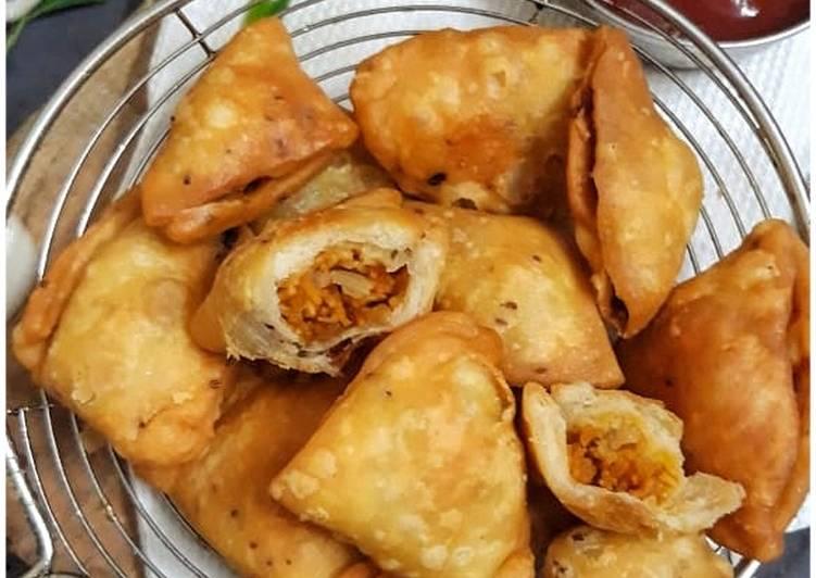 Bhujiya stuffed mini samosas
