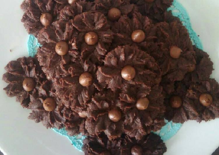 Kue semprit mawar dark cokelat