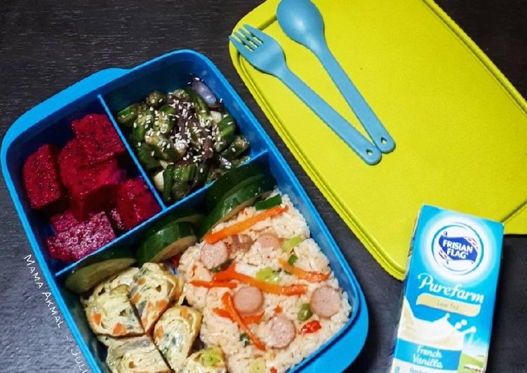 Resep Nasi Goreng Sosis, Okra Saus Tiram & Telur Gulung (Bekal Anak) Terbaik