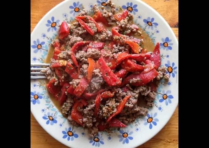 Bœuf haché aux poivrons rouges et épices