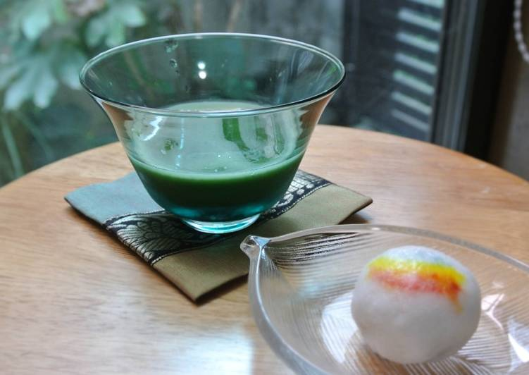 Preparing a cup of Cold Matcha