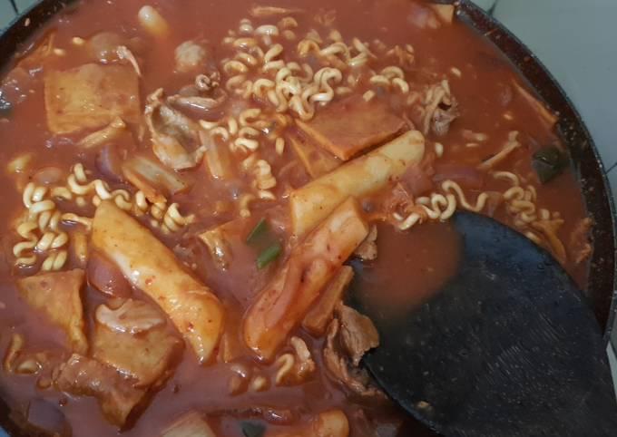 Rich Tteokbokki (dukbokki) korean rice cake