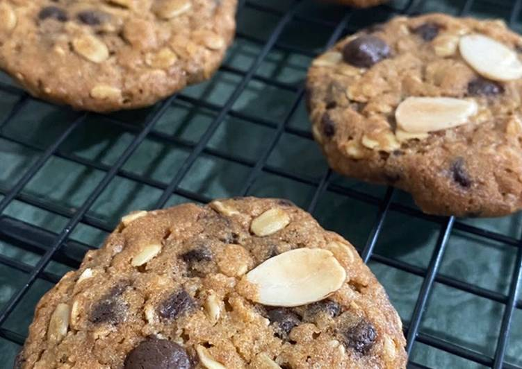 Chewy oatmeal choco chips cookies