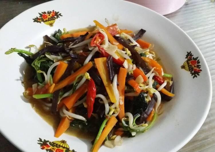 Tumis bayam jamur kuping wortel tauge dlm saus tiram