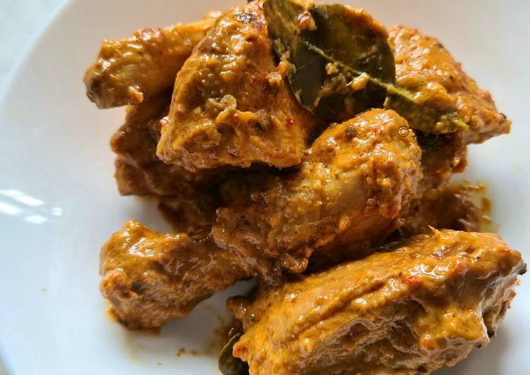 How to Make Award-winning Chicken Rendang