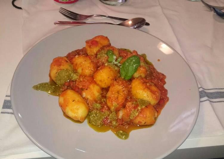 Gnocchi tomato and pesto