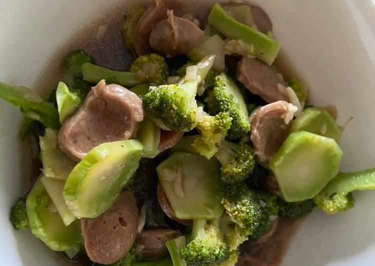 Cara Menyiapkan Easy Cooking: Brokoli Cah Baso Sapi Menggugah Selera