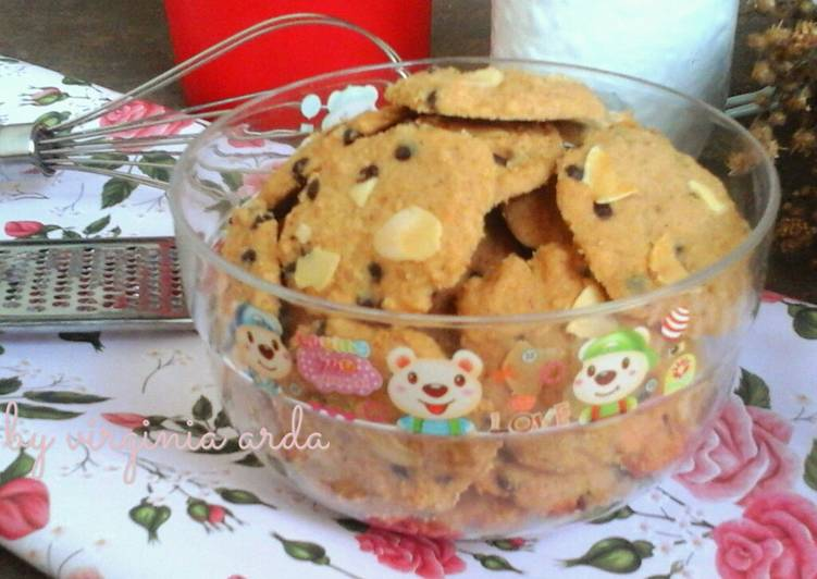 Spicy Almond Cookies