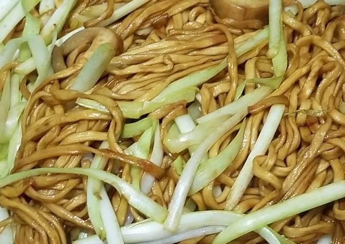 Chinese E-U Noodles with straw mushroom 幹燒伊麵