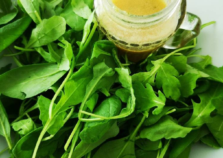 Lime vinaigrette for rocket and spinach salad