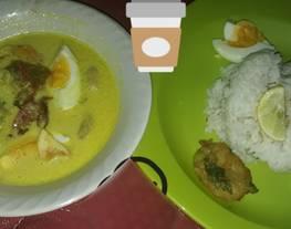 36. Soto Kuah Kuning khas Bogor (Soto Ceker)