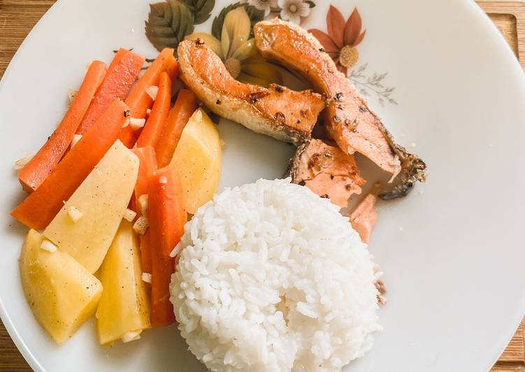Salmon Grill ft Salad