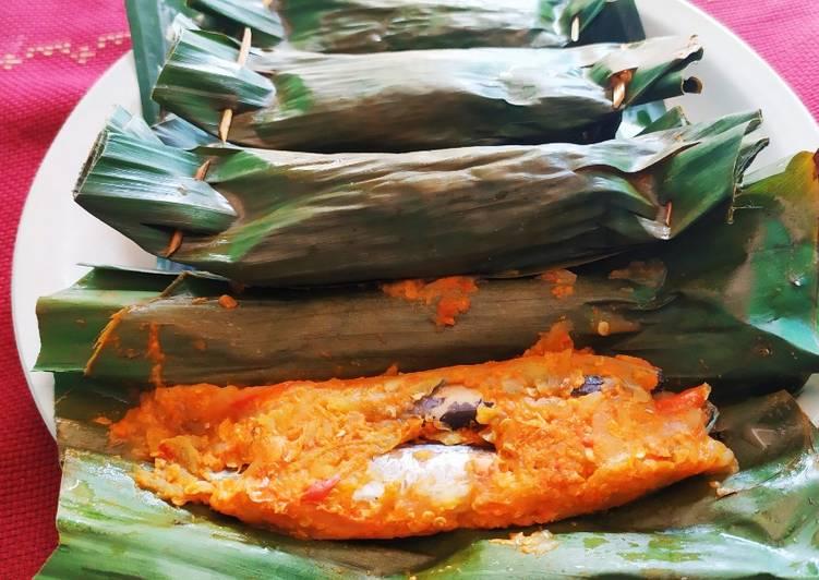 Pepes ikan pindang mangga muda