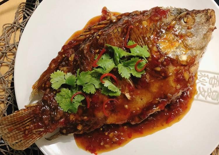 "How To Make Crispy Fried Fish with Tamarind Sauce Recipe • Thai Style ""Pla Rad Prik"""
